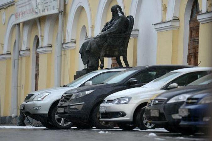 С 2014 года припарковаться в пределах Бульварного кольца будет можно только за деньги.
