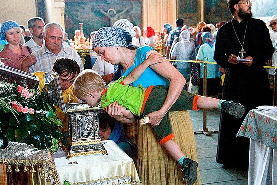Представитель Русской православной церкви Димитрий Смирнов предлагает ввести в России налог на бездетность, а деньги отправлять тем, кто усыновляет сирот.