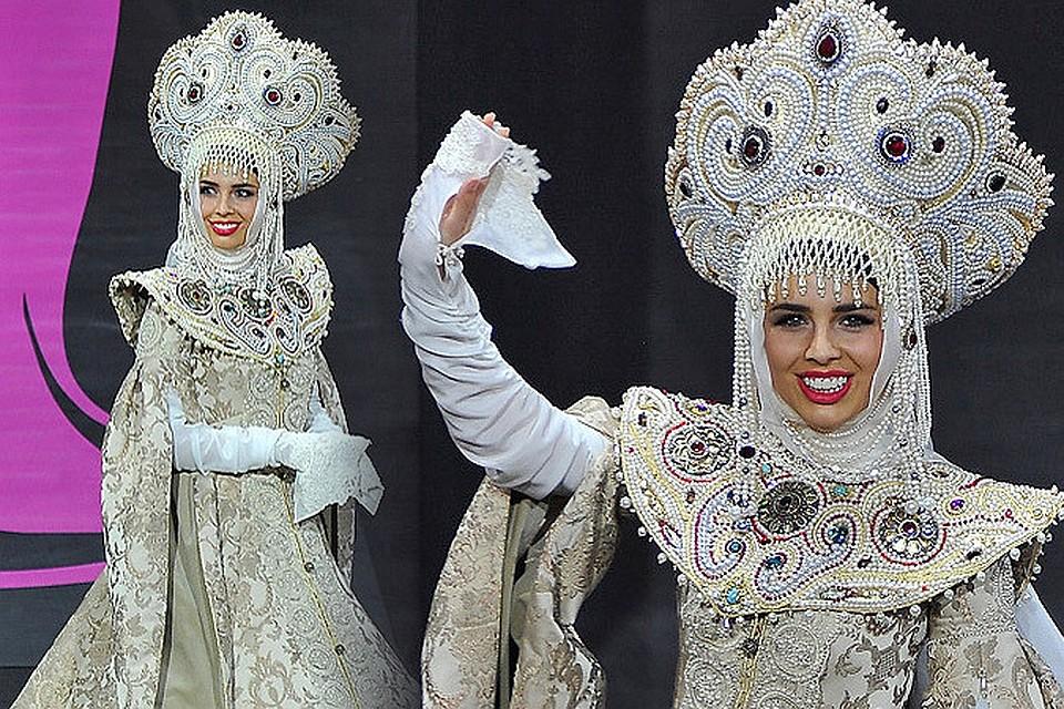 """Финалистки конкурса """"Мисс Вселенная"""" выдали великолепное костюмированное шоу. На фото - участница от России Эльмира Абдразакова."""