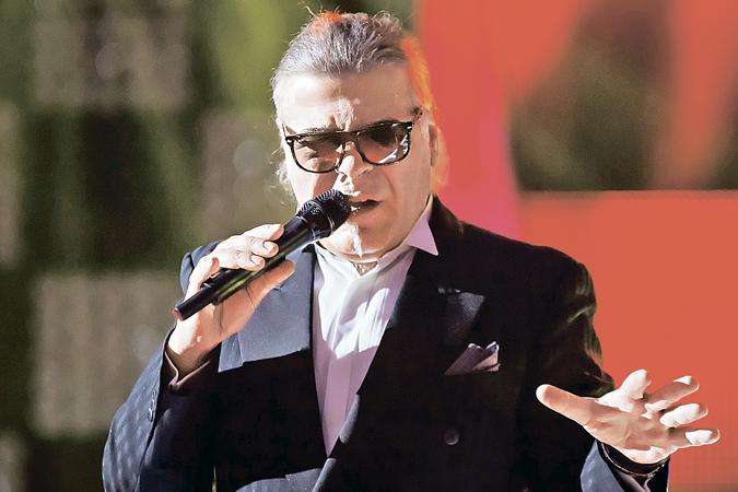 Андрей Давидян на сцене.
