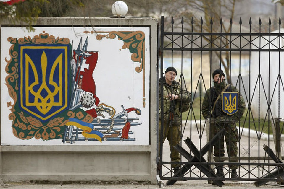 Американские дипломаты в Киеве готовят силовые акции вместе с «Правым сектором» и Генштабом Украины против украинской армии, чтобы обвинить Россию