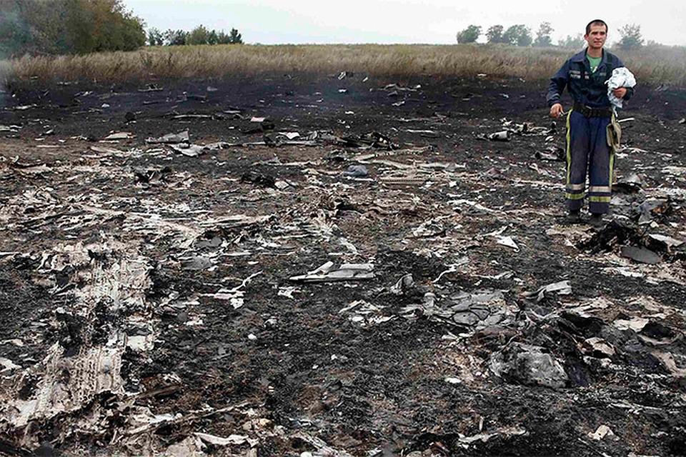 """Выжженная земля на месте падения обломков малайзиского """"Боинга"""""""