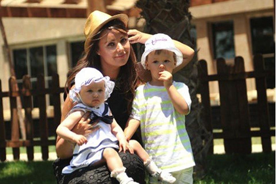 Оксана Федорова подарила дочери на день рождения деревянный замок