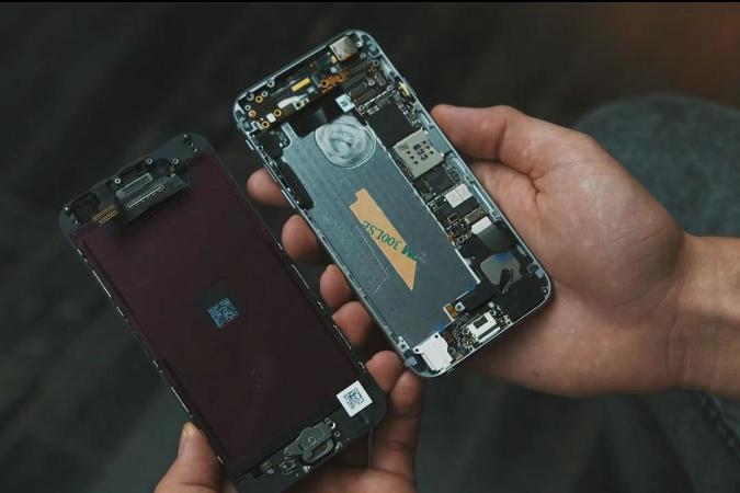 Кто-то называет видео очередной подделкой, кто-то сравнивает с другими популярными марками телефонов