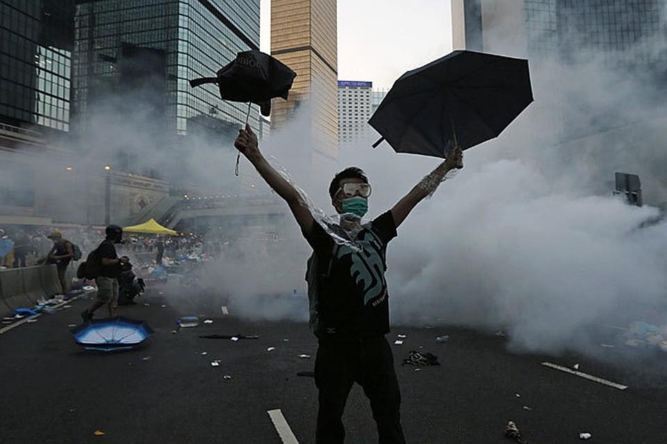 А пока первые итоги: после столкновений в минувшие выходные и понедельник 56 человек ранены, 89 задержаны по обвинению в хулиганстве и нападении на стражей порядка