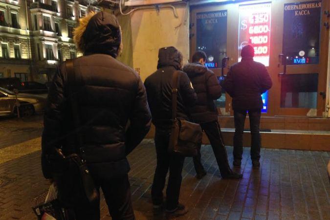 Курс рубля лихорадит не первую нделю