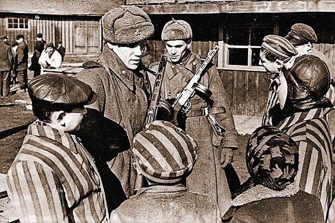 Советских солдат, освободивших Освеницим и всю Европу, Запад сейчас старается забыть. Фото: waralbum.ru