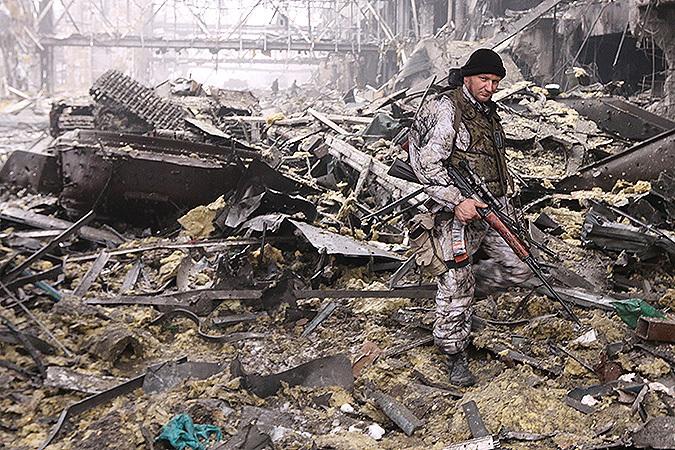 Спецкоры «Комсомолки» Александр Коц и Дмитрий Стешин прогулялись по тому, что осталось от нового терминала донецкого аэропорта