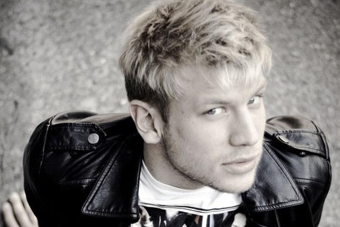 Иван Дорн появился несколько лет назад на «Новой волне» в составе украинской группы «Пара нормальных».