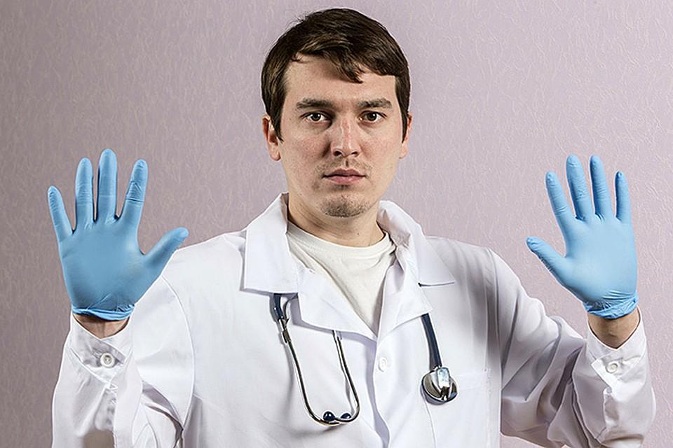 На самом деле, врачи находятся в сложной ситуации - по закону они обязаны исполнять свой долг и оказывать помощь пациенту при любых обстоятельствах