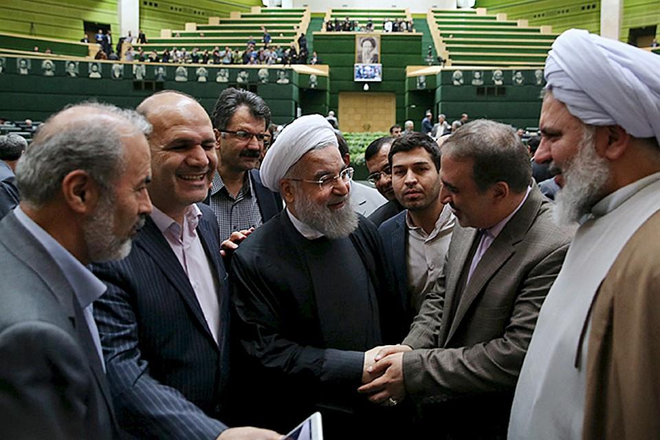 Президент Ирана уже объявил, что снятие санкций открыло золотую страницу в истории страны