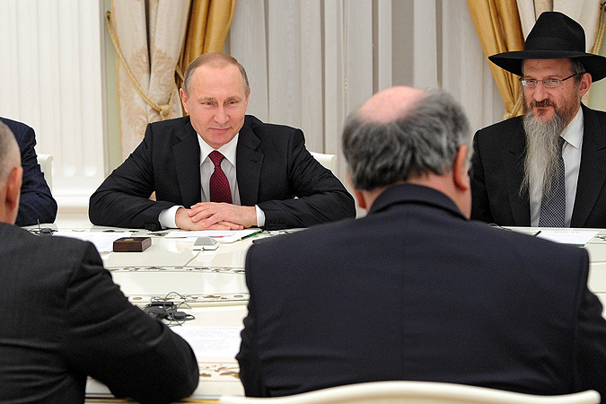 Президент России Владимир Путин во время встречи в Кремле с представителями Европейского еврейского конгресса.