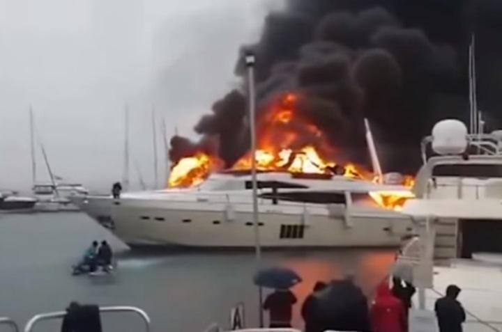 Яхта российского бизнесмена сгорела в Турции