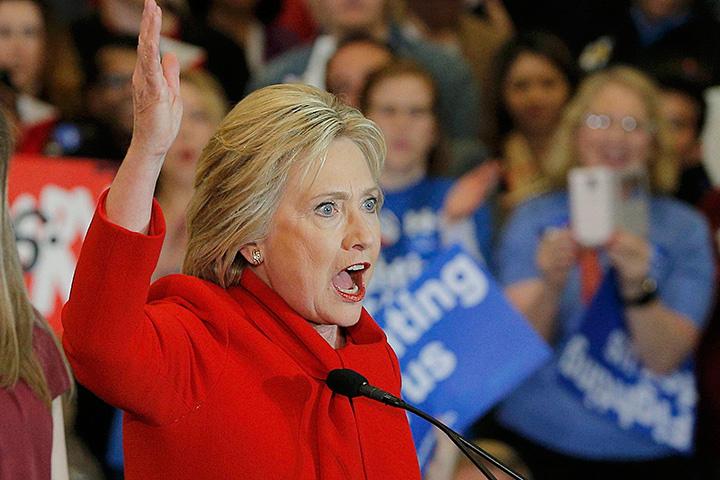 Я стою здесь с большим вздохом облегчения. Я продолжу за вас бороться! - вещает вся в алом и вроде бы ликующая Хиллари Клинтон
