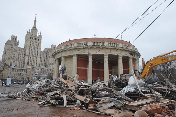 В какой-то мере нынешняя ситуация с московскими ларьками — сигнал предпринимателям