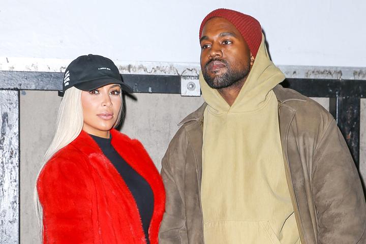 Ради показа модной коллекции своего мужа Ким перекрасилась в блондинку. Фото: EAST NEWS.