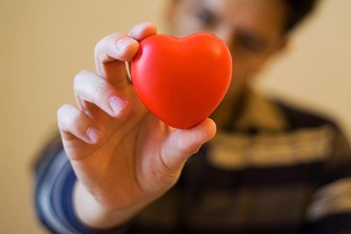Рисуем портрет человекп с самым здоровым сердцем!