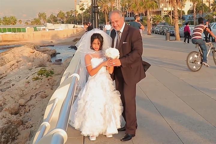 Свадебное действие происходит на улице Ливана