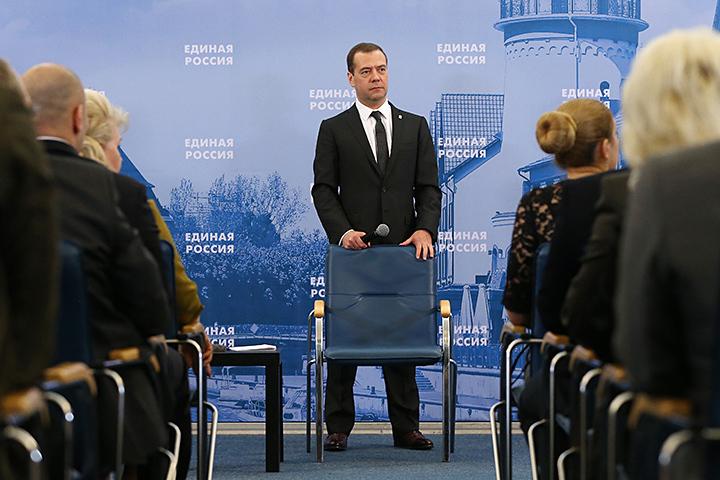В пятницу премьер Дмитрий Медведев отправился в Калининград - проводить совещание о социально-экономическом развитии региона и инструктировать активистов «Единой России» . Фото:  Екатерина Штукина/ТАСС