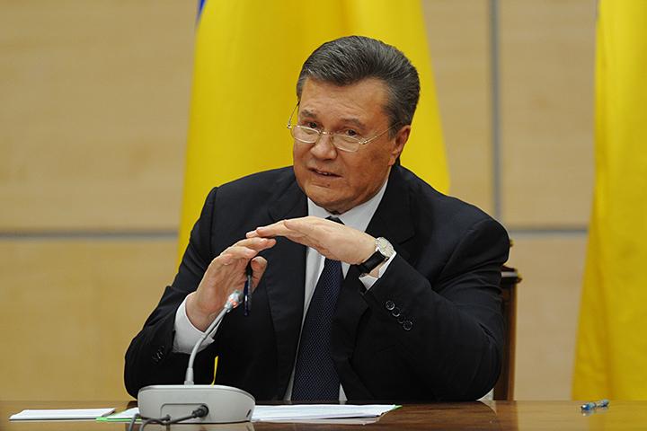 Янукович не значится в международном розыске и может свободно передвигаться по миру