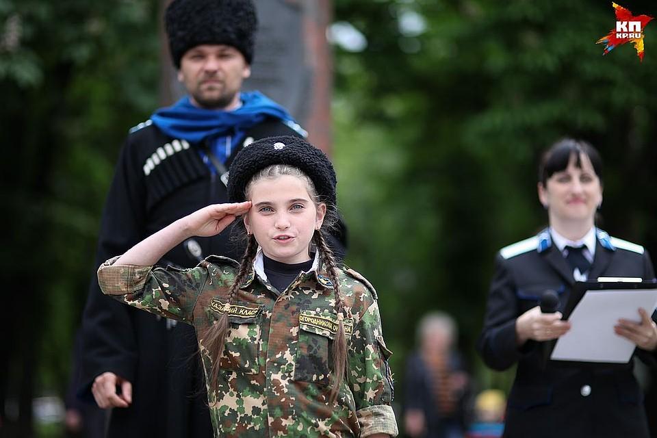 Девочки носят форму с гордостью