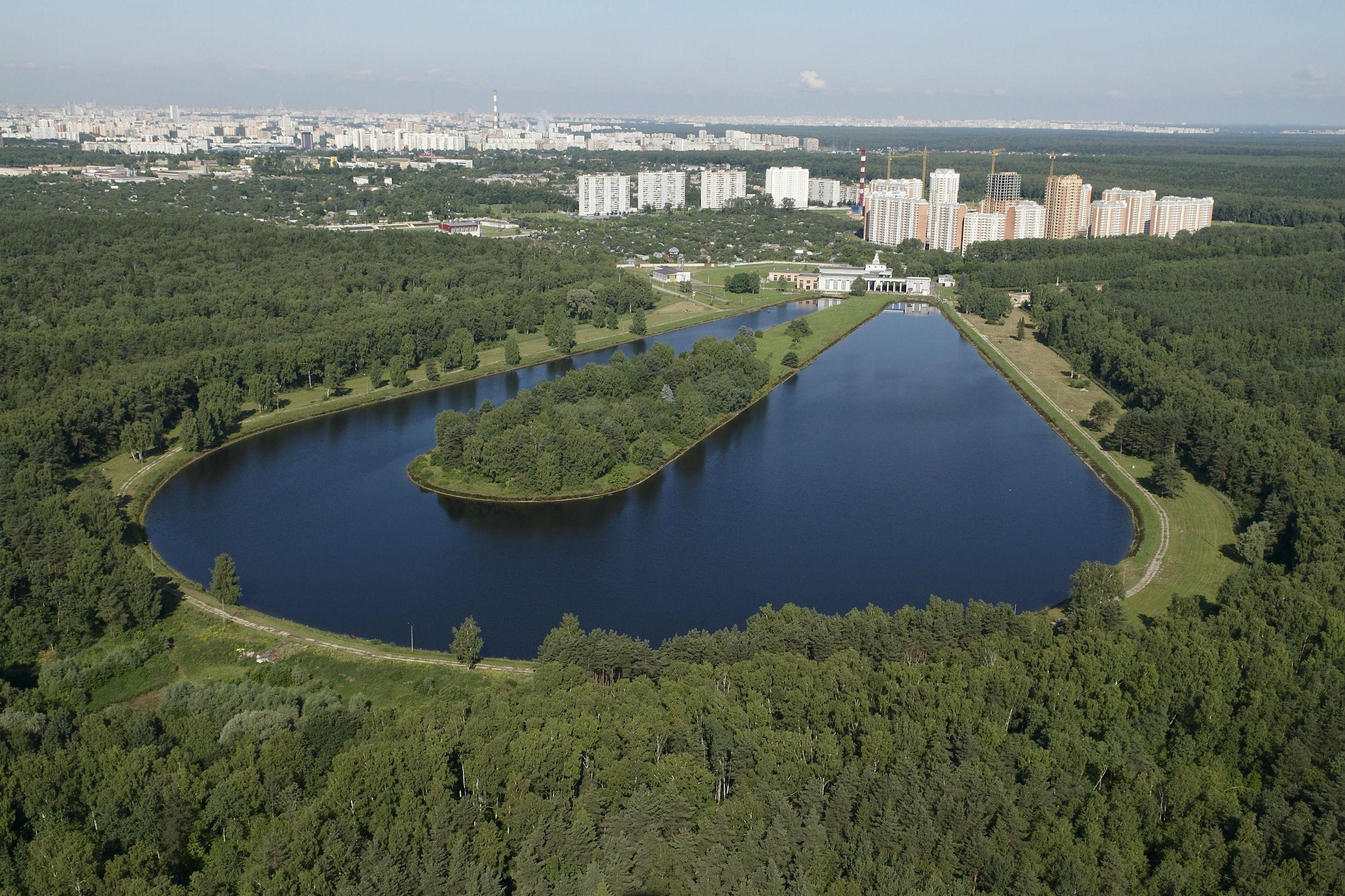 По оценкам экспертов примерный объем необходимых инвестиций в модернизацию объектов водоснабжения и водоотведения оценивается в 200 млрд. рублей ежегодно.