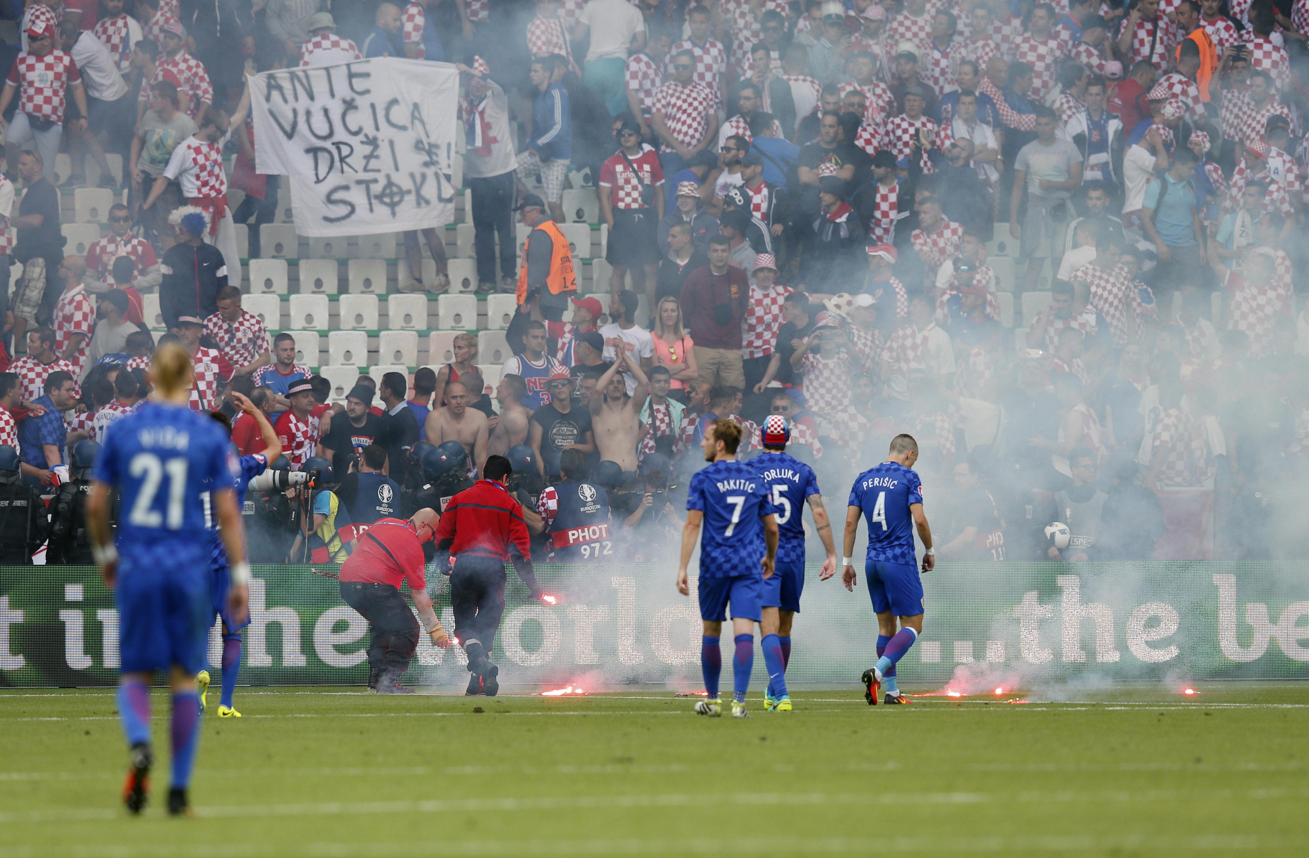 Болельщики создали проблемы хорватской команде.