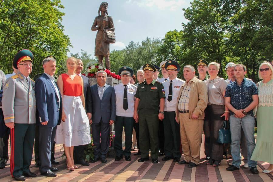 Памятник фронтовой медсестре был открыт накануне Дня медицинского работника. Фото: Минобороны РФ
