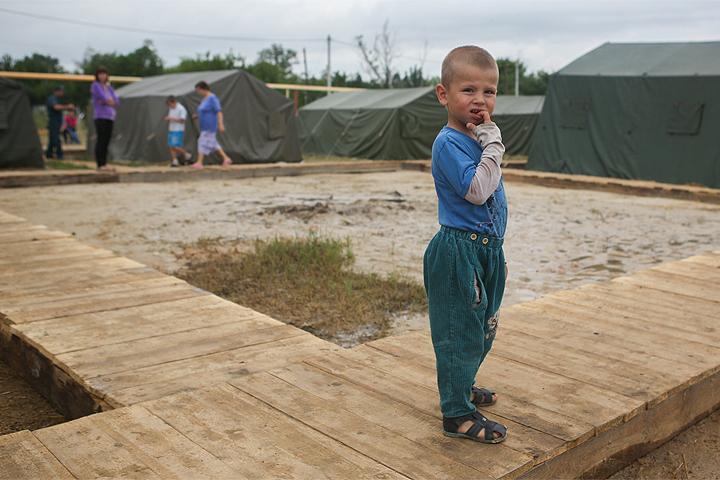 Лето 2014 года, лагерь для украинских беженцев в Ростовской области.