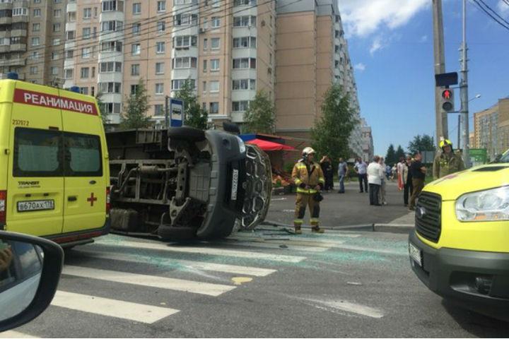 Виновником аварии могут признать водителя микроавтобуса.