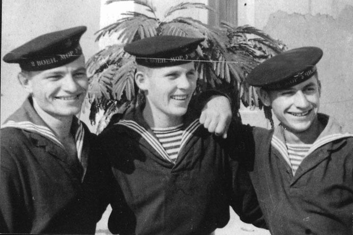 Михаил Саговский встретил войну молоденьким курсантом военно-морского училища. Фото: семейный архив