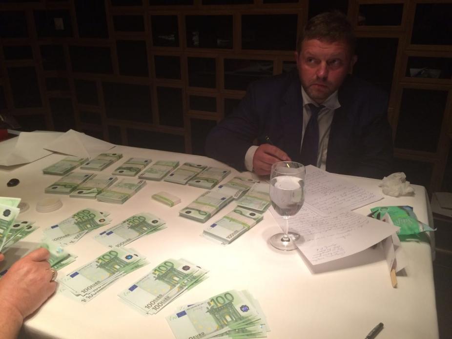 Никита Белых был задержан с поличным в одном из московских ресторанов