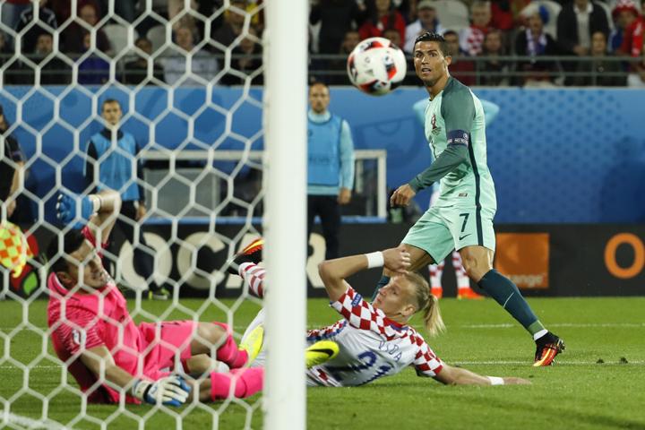 На 117 минуте Криштиану Роналду передал на Куарежма, который забил четко в ворота