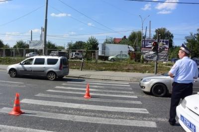 Иностранная машина сбила женщину сдевочкой вЕкатеринбурге