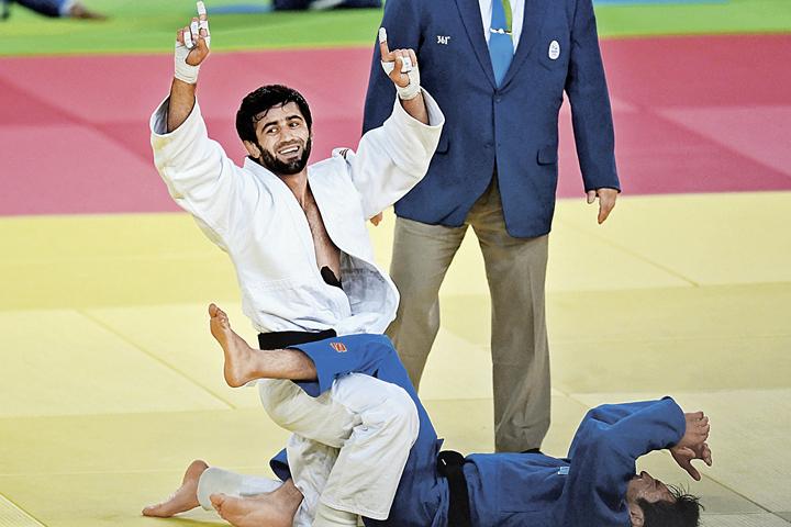 Первым из россиян золотую медаль в Рио завоевал Беслан Мудранов.