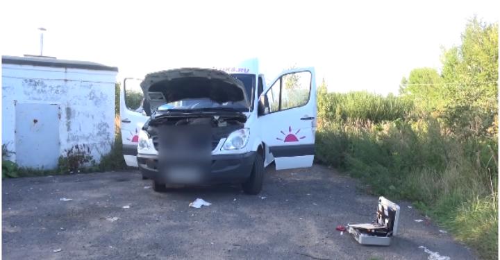 Ночью спарковки уТЦ под Ярославлем угнали микроавтобус «Мерседес»