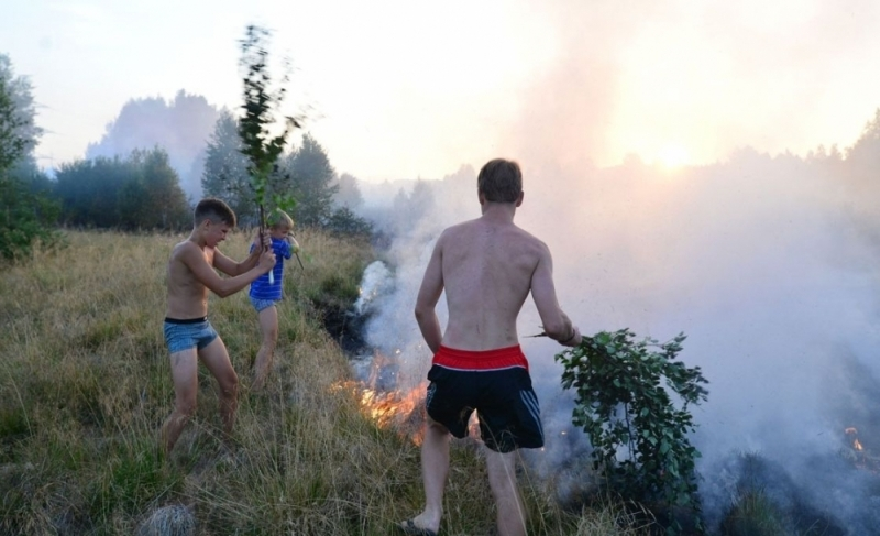 Вокрестностях Ревды здешние  мальчишки пару часов  боролись сприродным пожаром
