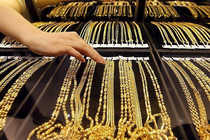 Продавщицы ювелирного магазина вПетергофе побили преступников смолотками