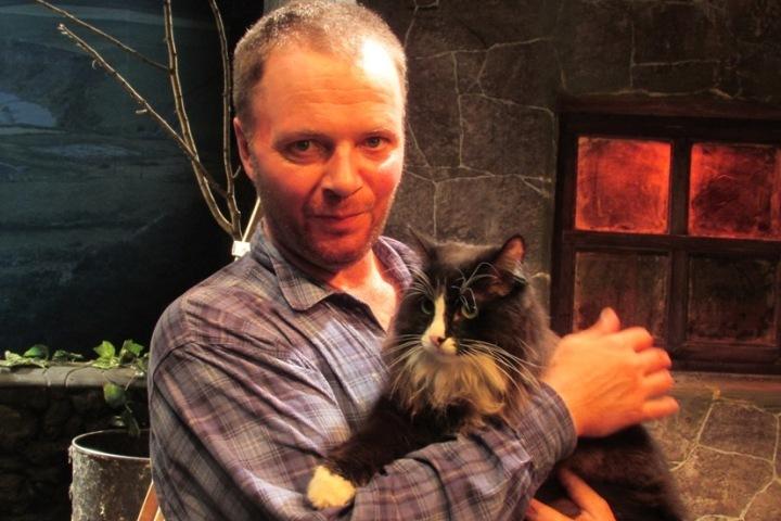 Пропавший артист театра «УМоста»— кот Семен— нашелся. Иготов выступать