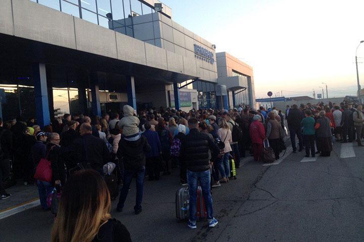 Изомского аэропорта утром эвакуировали 800 человек
