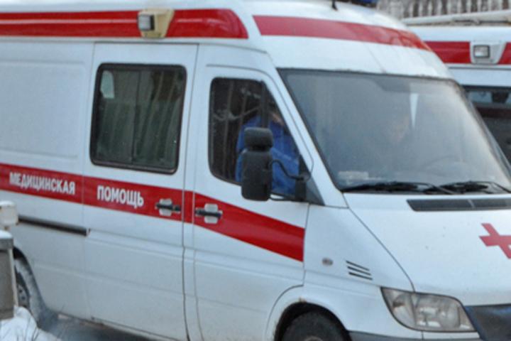 ВКлинцовском районе иностранная машина врезалась вдерево, шофёр сломал позвоночник