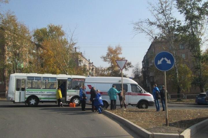 Два человека отправлены вмедучереждение после столкновения иномарки имаршрутки вБратске