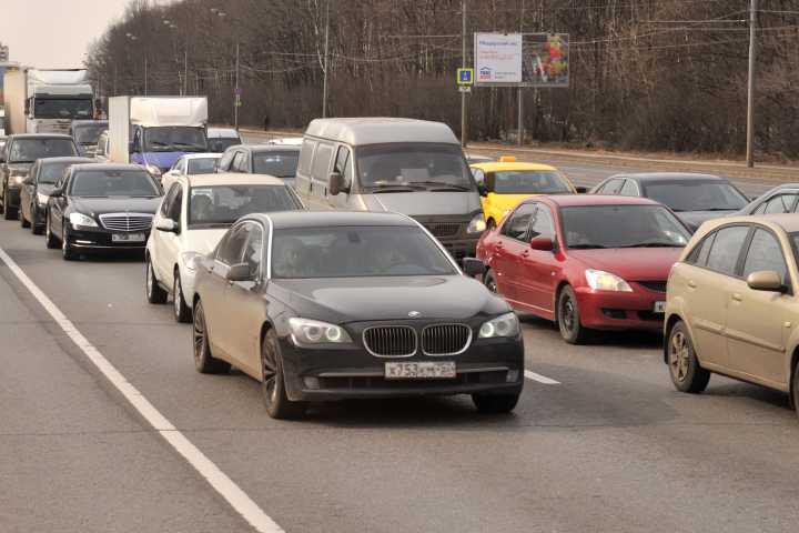 Тройное ДТП насевере Волгограда собирает пробку на 2-ой Продольной