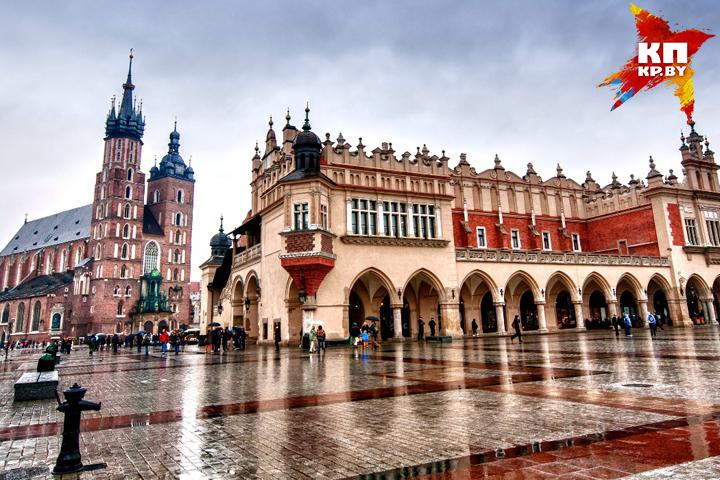 Площадь Глувна, на которой находится удивительный костел с двумя разными башнями. Фото: личный архив