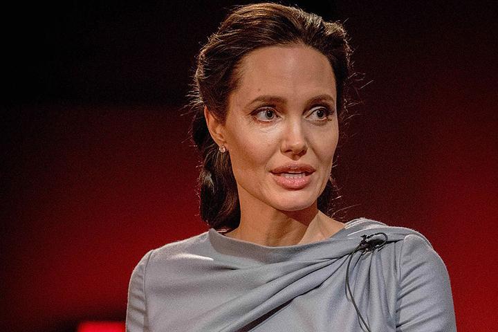 Андженину Джоли подозревают вромане сженатым мужчиной