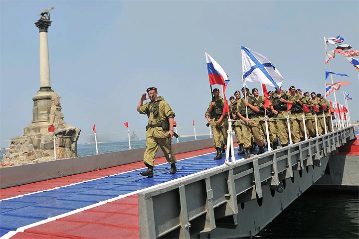 За доставку боеприпасов и хронометраж стрельбы отвечают моряки Черноморского флота