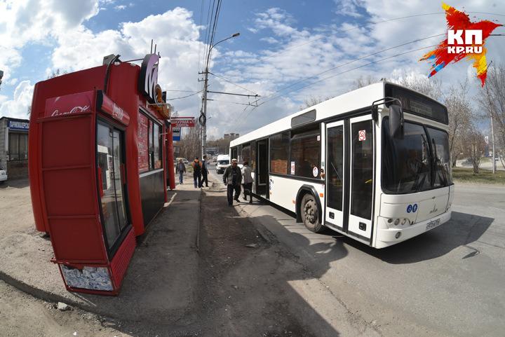 Новосибирец бесплатно развез недождавшихся автобус пассажиров подомам