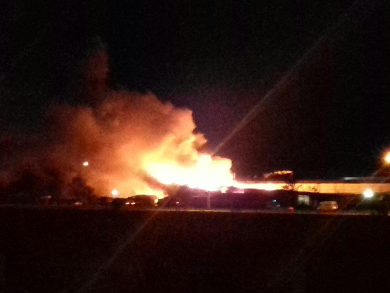 Пожар напромзоне вУльяновске тушили 37 человек