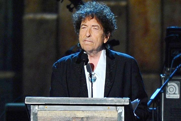 Лауреатом Нобелевской премии по литературе стал музыкант и поэт Боб Дилан