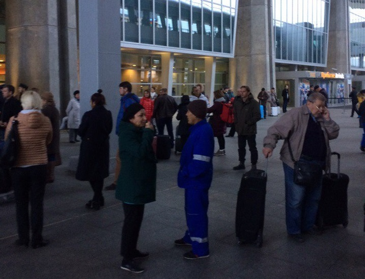 ВПетербурге ваэропорту Пулково ищут бомбу